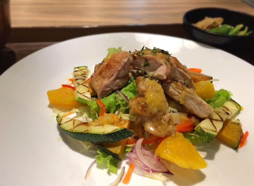 Grilled Chicken Mango Salad (2100)