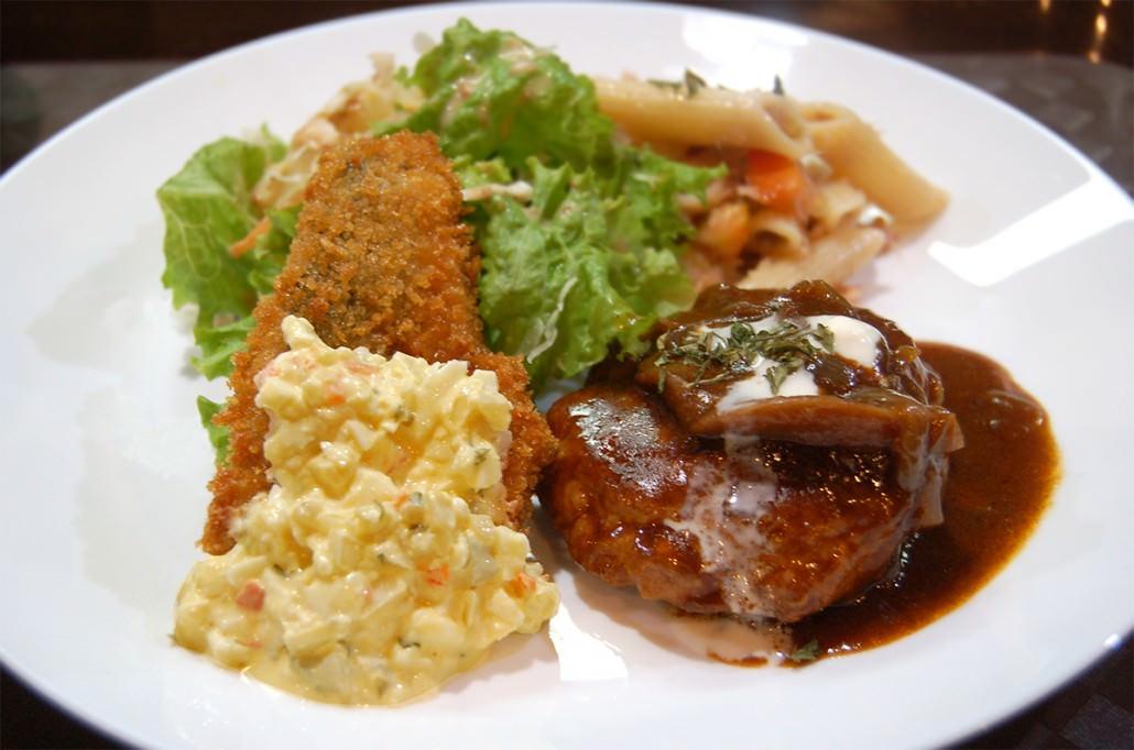 Hamburger Steak and Fried Fish (2105)