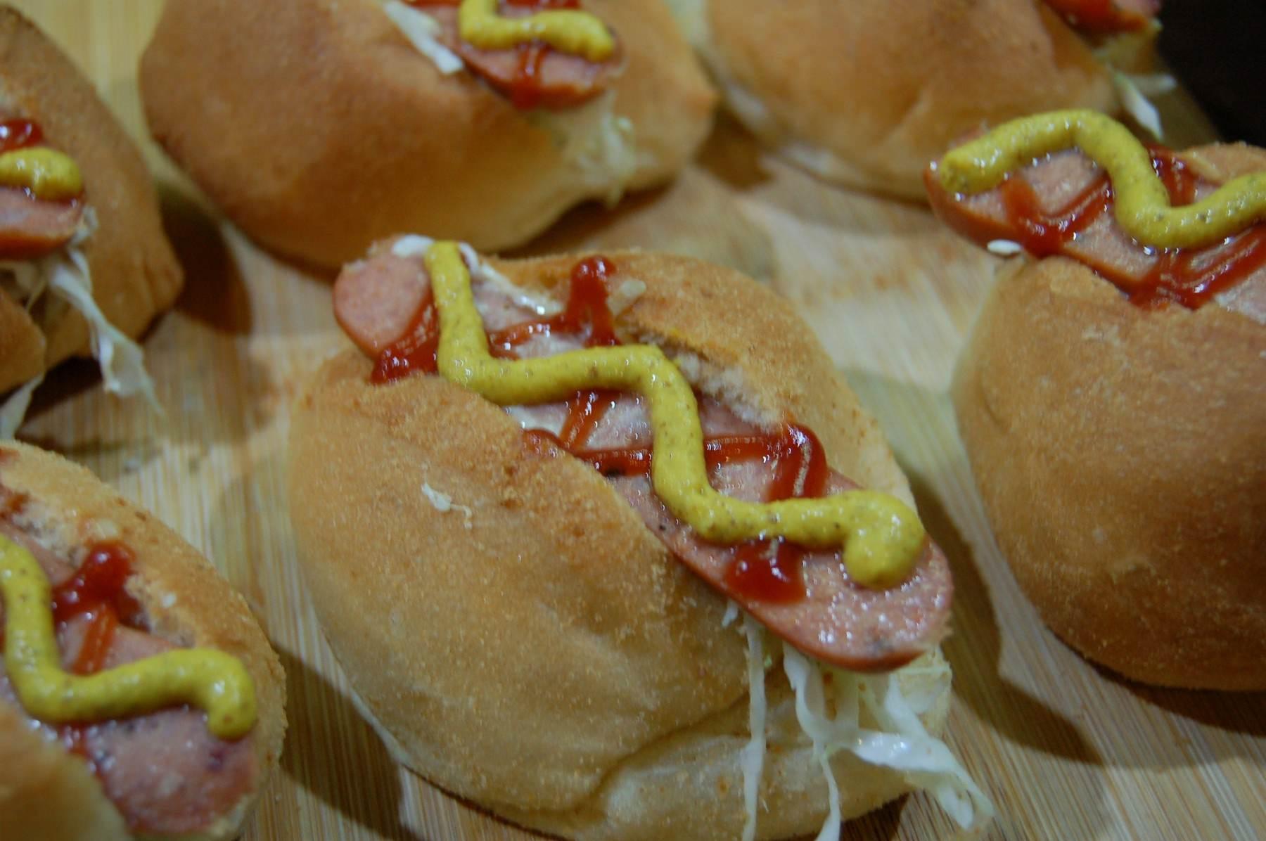 Pandesal Hotdog Sandwich (2660)