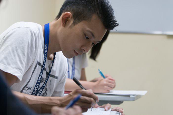 フィリピンで他の語学学校に行ったからわかる、Howdyの清潔さや快適さ。インターンで経験した海外で働くことの難しさと経験とは。