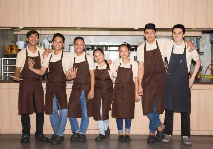 フィリピン人スタッフと苦楽を共にし、料理を通じて絆を深めたキッチンインターン生活。英語力を伸ばすために必要なこととは。