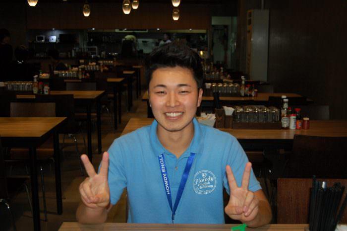 外国語大学に入ったものの、現実は厳しく、金も無い。それでも諦めず、彼が選んだのはフィリピン留学とインターン!